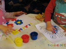 Prstové výukové tvoření a psaní (prstové barvy)