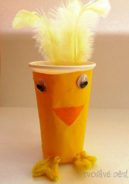 Kuřátko z plastového kelímku - velikonoční tvoření