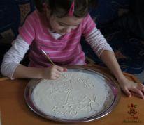 Psaní a kreslení v písku (hrubé mouce)